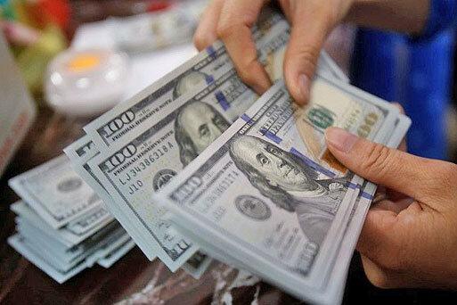کاهش 100 تومانی دلار در صرافی بانک ها