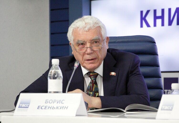 خبرنگاران شخصیت فرهنگی روس: در خانه ها بمانید