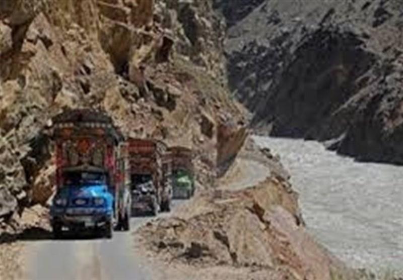 سقوط مینی بوس در رود سند 25 پاکستانی را به کام مرگ کشاند