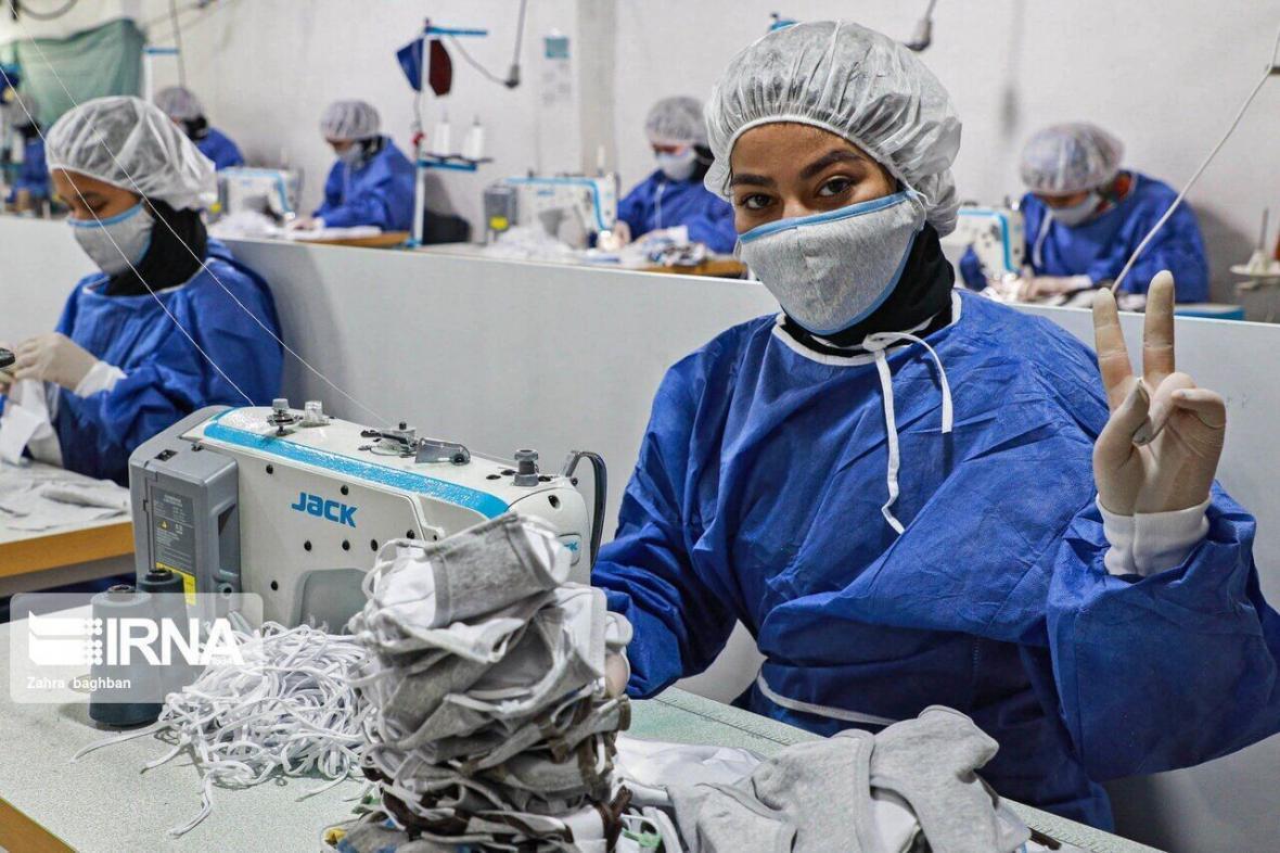 خبرنگاران روزانه سه هزار ماسک در تایباد تولید می شود