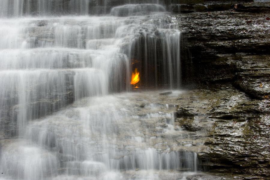 نقاط عجیب در سرتاسر جهان: آبشار شعله ابدی کجاست؟ ، پدیده بی نظیر طبیعت در نیویورک