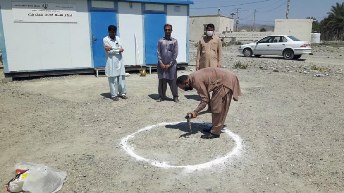 یک باب مدرسه خیری در روستای بن شهک منطقه بنت کلنگ زنی شد