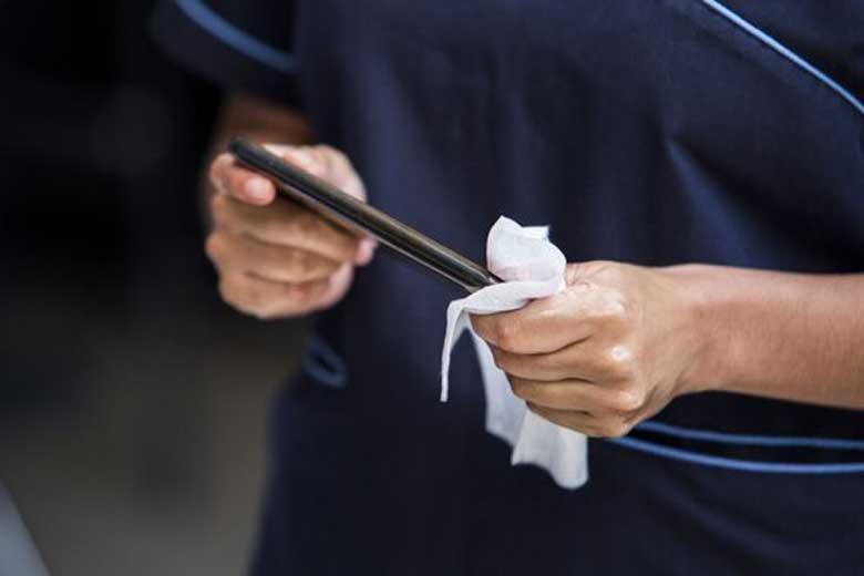 ویروس کرونا تا 28 روز بر روی موبایل و اسکناس زنده می ماند