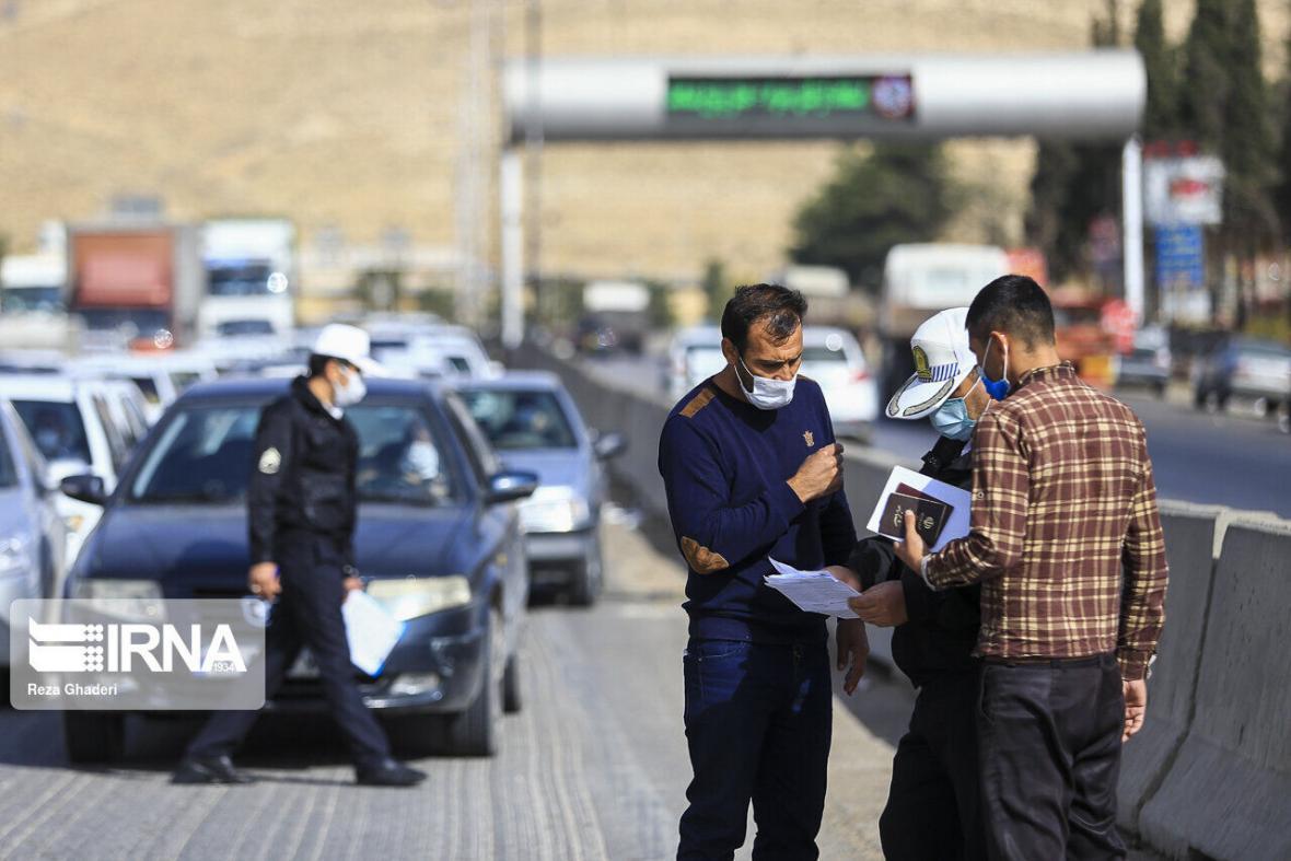 خبرنگاران رانندگان 129 دستگاه خودرو در ورودی های مهاباد جریمه شدند