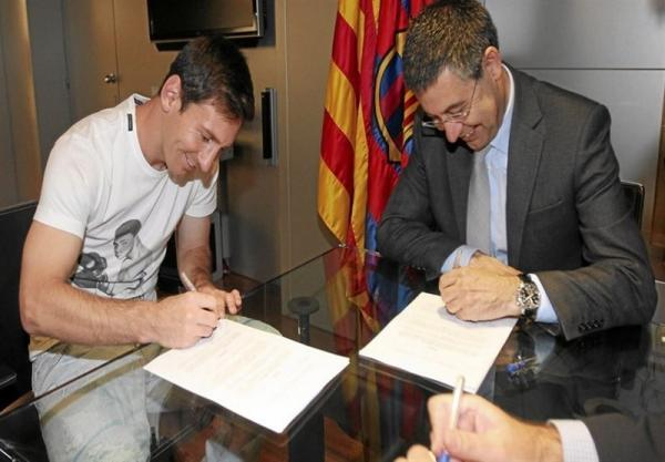 شکایت مسی از رؤسای سابق و فعلی بارسلونا به دلیل افشای قراردادش