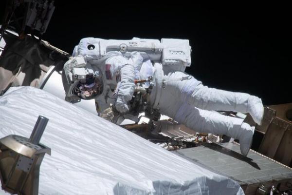 تصاویر فضانوردان حین پیاده روی فضایی
