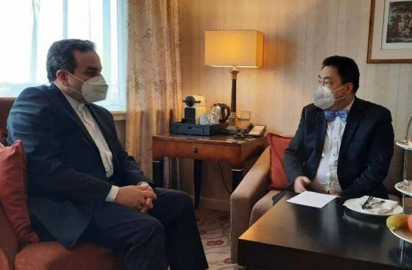 خبرنگاران عراقچی با رییس هیات چینی در وین ملاقات کرد
