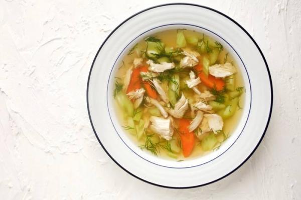 طرز تهیه سوپ مرغ خوشمزه و مقوی با طمع های مختلف