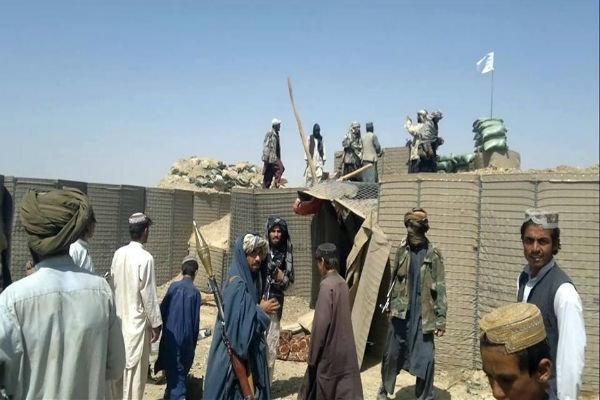 تسلط طالبان بر یک پایگاه نظامی در کابل، حمله هوایی ارتش به بدخشان