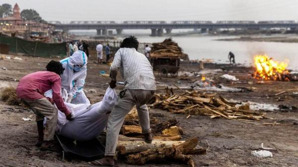کشف جسد ده ها قربانی کرونا در رود گنگ